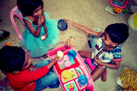 Playing Mom, Abhishek, Tisha, Otu, Renne