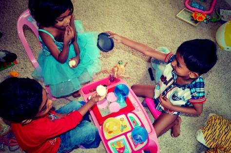Playing Mom, Abhishek, Tisha, Otu, Renne